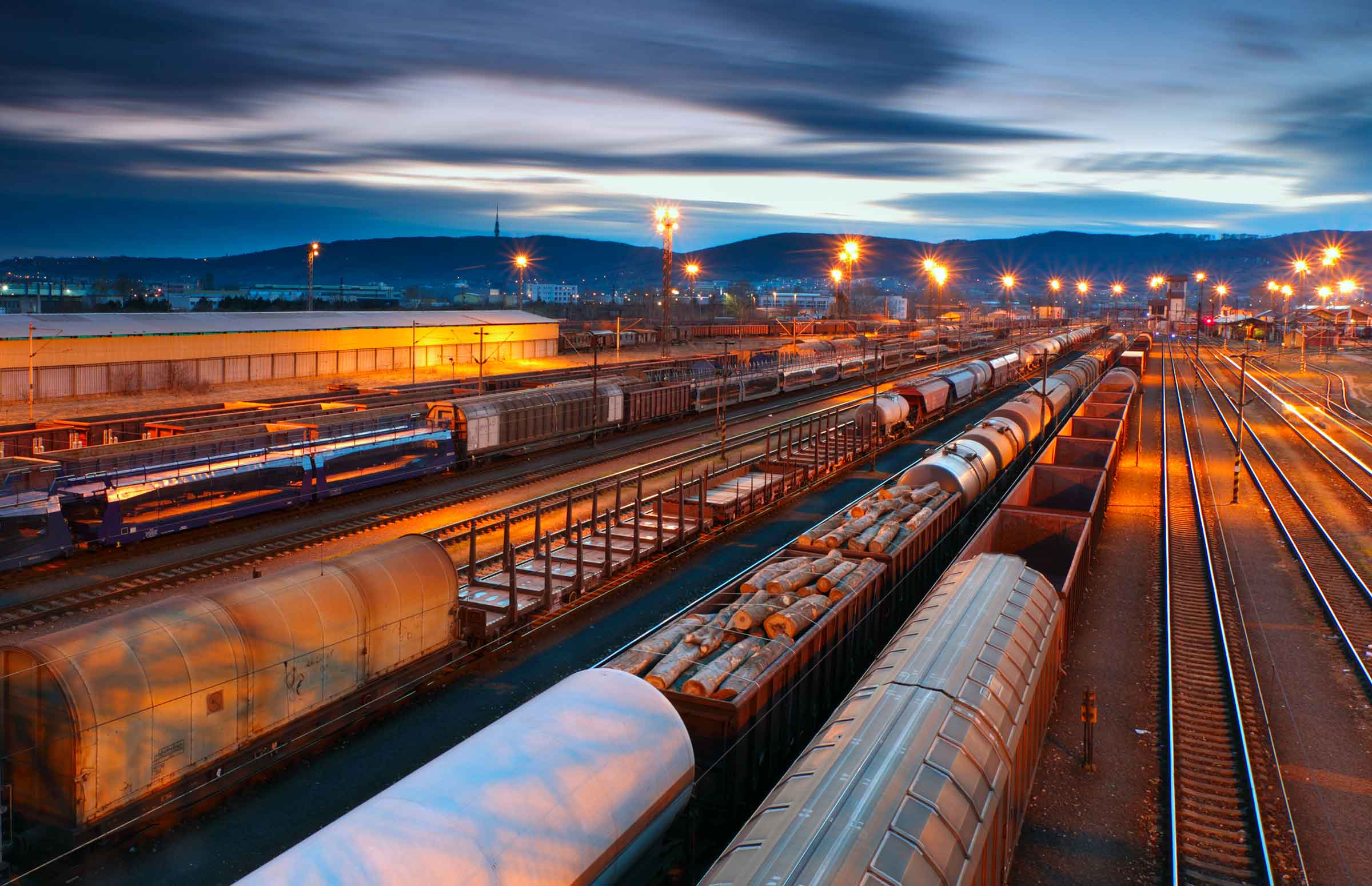 Пассажирские железнодорожные перевозки курсовая торговля строительным оборудованием и материалами